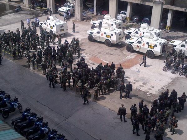 Entonces mudaron audiencia de @leopoldolopez a Ramo Verde porque en Palacio de Justicia no hay suficiente seguridad http://t.co/ae3EACUZz8