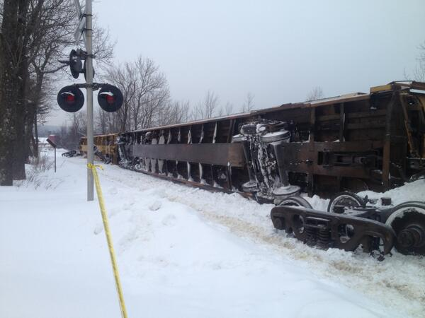 #Gardner officials on scene where the last 4 cars of a train carrying automobiles derailed. (Pic Crtsy: Mayor Hawke) http://t.co/Ms56sbVHPw