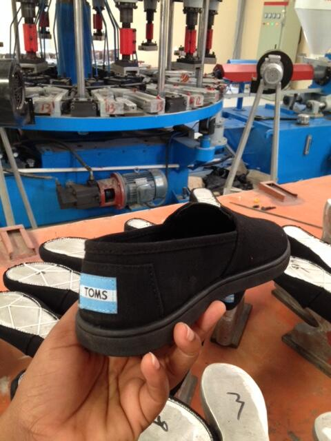 The 1st TOMS shoe produced in our factory in Haiti. #amazing #proud http://t.co/wmGEsHpURy