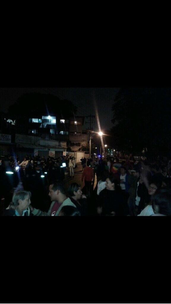 Despertó mi gente de CATIA AV. El Cuartel nojodaaaa http://t.co/iexIZIDUkz