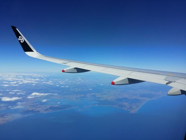 HOT DAMN we have a beautiful country with some beautiful @FlyAirNZ planes flying over it. http://t.co/8ZIf0bO1dd