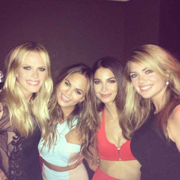 Hottest chicks in #miami @LilyAldridge @chrissyteigen @KateUpton @si_swimsuit #SISwim50 http://t.co/TW6kIqaGVT