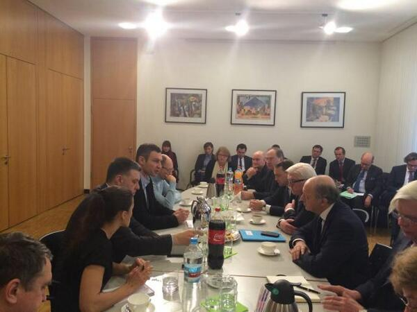 #Ukraine RT @LaurentFabius : À Kiev avec les leaders des principales forces d'opposition http://t.co/gbPabF5L9t