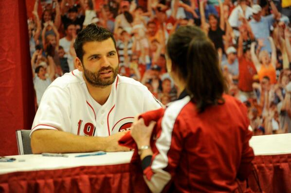 How could this NOT be the #FaceofMLB? #JoeyVotto http://t.co/V1YJ5SzQgp