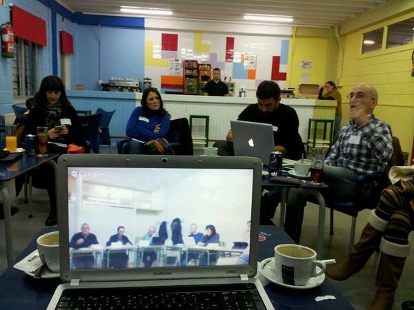 #MOOCafe #MoocafeSevilla #Moocafe_iruña conectados. Los medios no siempre cambian las metodologías. http://t.co/9fsCEzbpvW