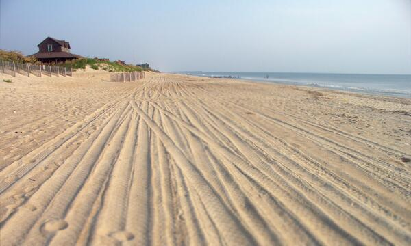 It's #beachthursday! Retweet if you love the beaches of #OBX as much as we do! http://t.co/xmTQodlITn