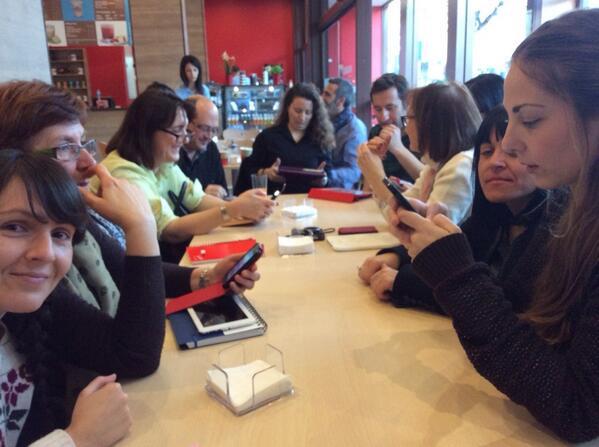 Presentándonos los docentes murcianos en #MOOCafeMurcia #eduPLEmooc http://t.co/abbJl9vn3E @Agatha7475 @Anaxksi @vanesamunozm @solazorin 1/2