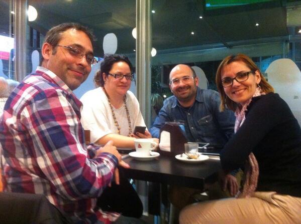 Con la foto de familia, terminamos #moocaféElche #MOOCafe cc/ @tafonis @UminekoKaki @Nandipop @AulaMultiusos http://t.co/3LOJ64RWYQ