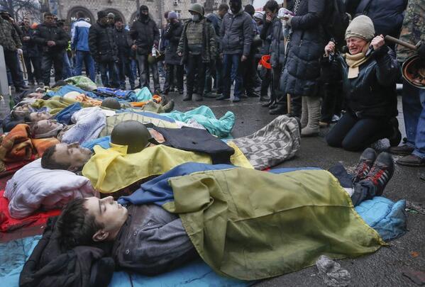 Las calles de Kiev son un cementerio público, Trermenda foto de SERGEY DOLZHENKO para EFE http://t.co/xVmsPxM85z