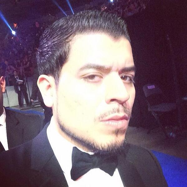 Usen estos hashtags @jnoeltorres @premiolonuestro #PremioLoNuestro #MejorVestido #PremioMV  #PremiosLoNuestro2014 http://t.co/G6zrDbUfkP