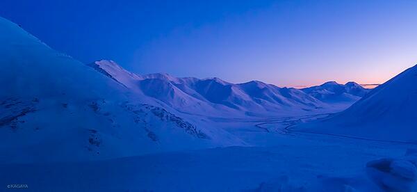 残照のブルックス山脈(アラスカ)。一瞬の夢のような天空の光が全てを包みます。 ここへ導いてくれた全てに感謝。 pic.twitter.com/sPmJRjjCqj