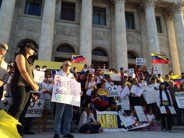 @bpinspiracion Puerto Rico apoyando a Venezuela!!! http://t.co/SpDckmPAJo
