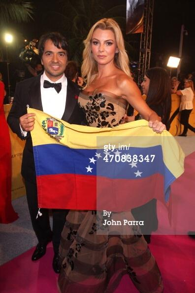 .@luisfonsi y Marjorie de Sousa #PrayForVenezuela #lf2014 #CorazonEnLaMaleta http://t.co/sDcTB4N64v