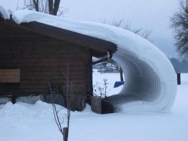 雪国育ちですがこんなの初めて!@Takaoyohey: おおお…。こんな事ってあり得るのですね。@etoutarou @kumasan1111 @hopi_domingo @ratukata pic.twitter.com/H6sm3F3Ugo