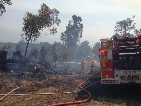 firies still on site at Warrandyte - one home destroyed but family got out in time http://t.co/NF4UdjPEO9
