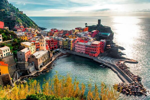 Simply amazing #Vernazza #cinqueterre picture by http://t.co/RDBi68YWcD http://t.co/zHJp2uwvj7