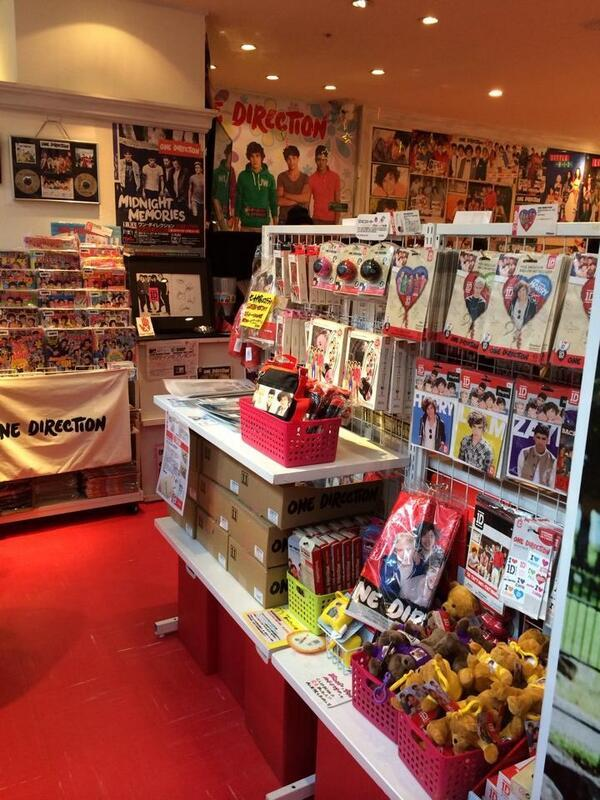 The One Direction pop-up shop, known as 1D World, was open for for just one month (March April 28, ) in London's O2 Arena. 1D World travels the world, opening shops in many cities, for just one .