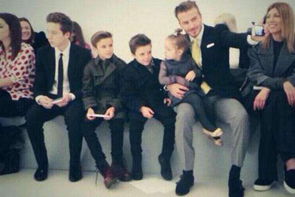 """""""@OK_Magazine: So this is what the Beckhams got up to on the FROW at NYFW: http://t.co/nTKojrugXG  http://t.co/qUiCwR7oFk"""""""