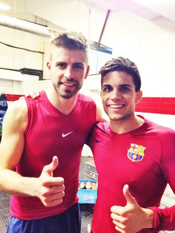 Importante y muy luchada victoria en Sevilla que nos devuelve el liderato!!! Vamos equipo!  Con @3gerardpique !  http://t.co/5jMHC1J94i