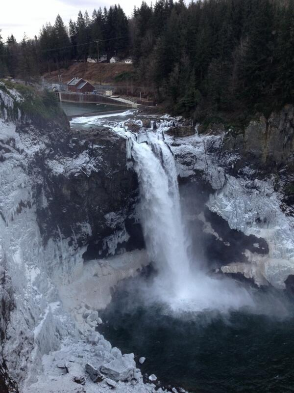 Snoqualmie falls all frozen and frosty today. Very pretty. http://t.co/wwrVd5p1YK