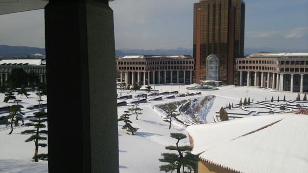 キャンパスはまだ雪国です… http://t.co/oy0phalHL0