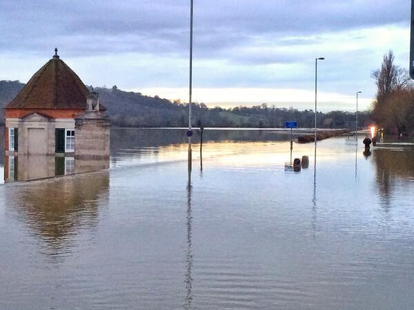 @itvthismorning. This was latest flooding at Egham,Surrey by Thames. #TMHub #newsreview http://t.co/qVwG569sb3