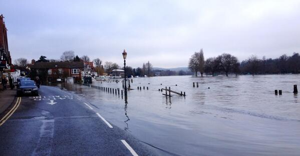 Terrible flooding along the Thames, here in Henley. http://t.co/CJQq2h7XMh