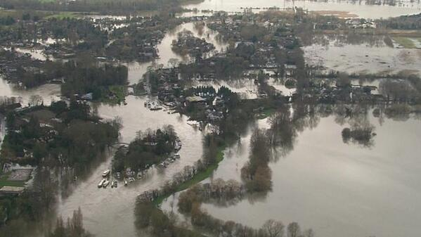"#Thames! Lord Smith says his staff knew ""100 times"" more about flooding than any politician http://t.co/BcULzfUS1U http://t.co/umPCTEqss5"