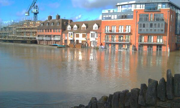 #windsor #flood flats next to Windsor-Eton bridge over the #Thames http://t.co/gY4iNfV0gs
