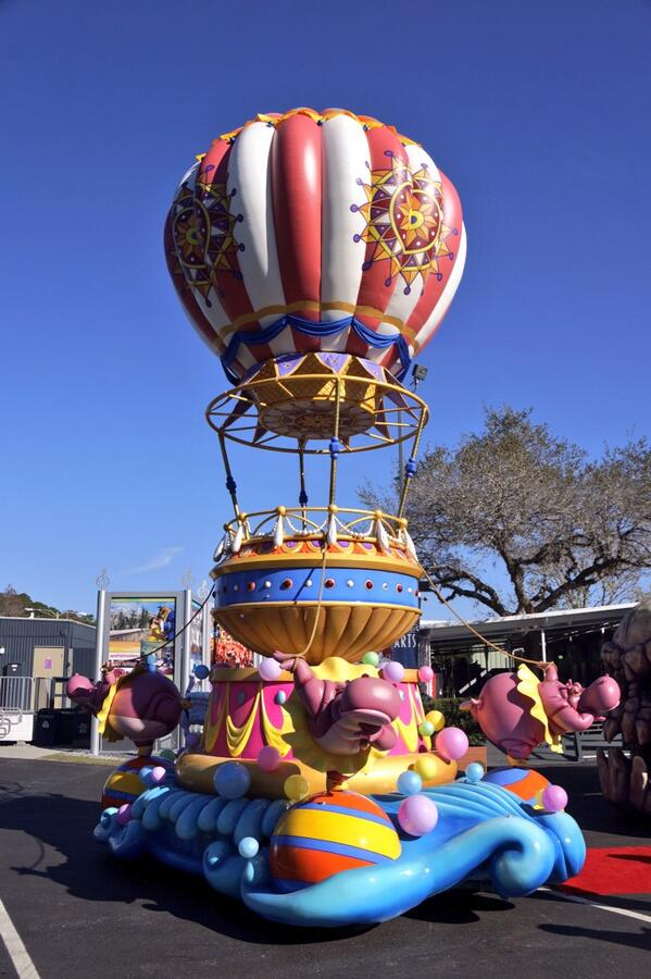 [Magic Kingdom] Disney Festival of Fantasy Parade (09 mars 2014) - Page 4 BgHwFzrIQAAC3WC