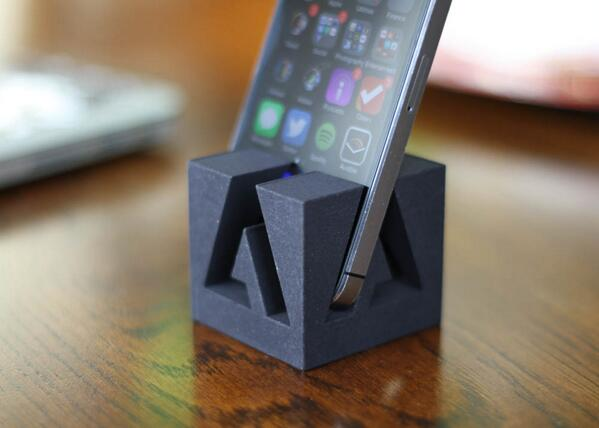 #Adobe iPhone stand anyone? #JustMade #3DPrinting #UsedPhotoshop http://t.co/tCE6g9zhPc