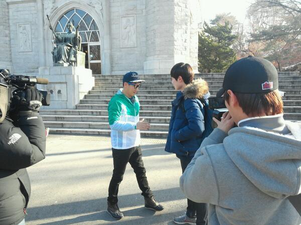 오늘 오전 중앙도서관앞에서  `런닝맨` 촬영이 있었어요! 왕코형님 !!!!!!! http://t.co/7aetLAfO9U