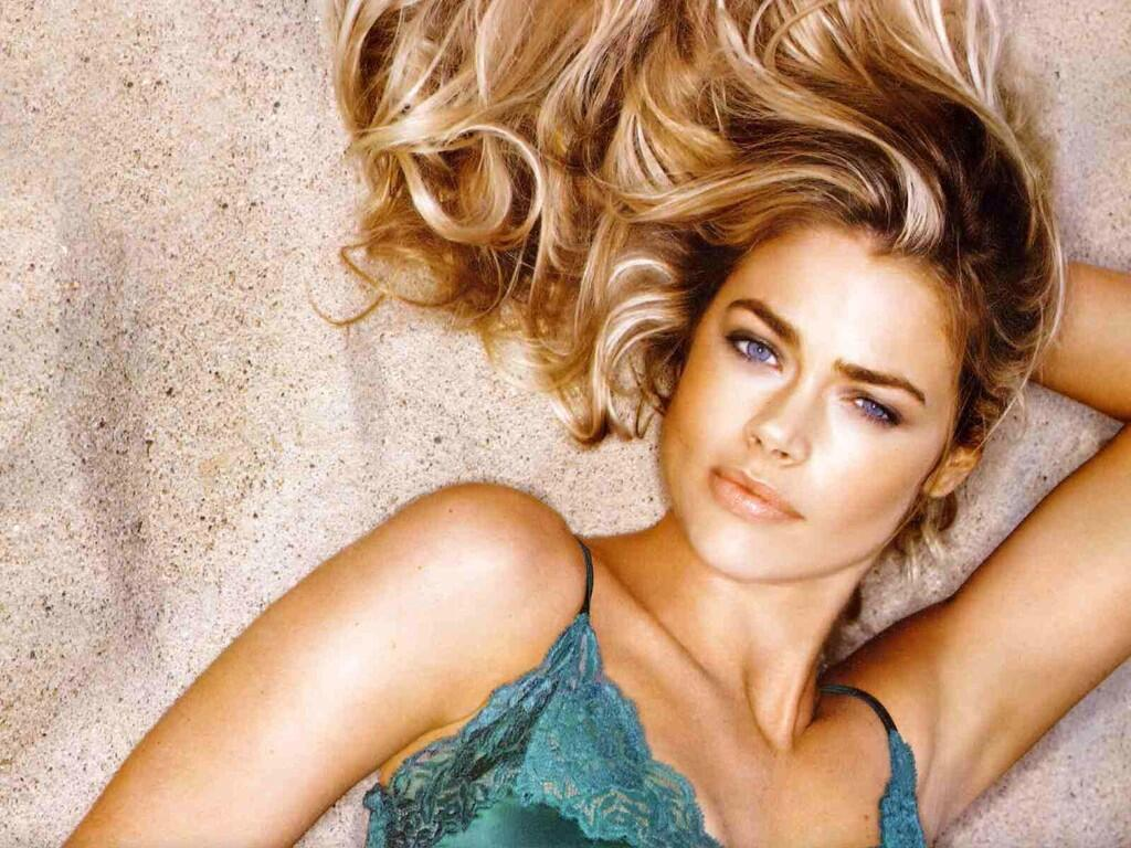 But I fink FAF lady of the day has to be Denise Richards. You seen Wild Fings? Roaaaar! She looks like silk http://t.co/tqDBQtAa80