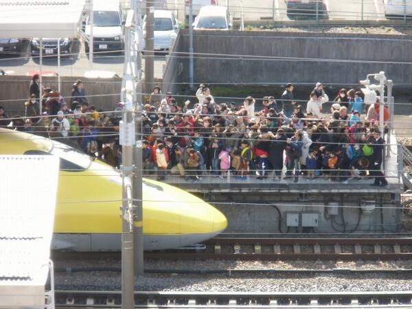という訳で本日の岐阜羽島駅のドクターイエローが来た時間の様子 http://t.co/dCihx7jgd7
