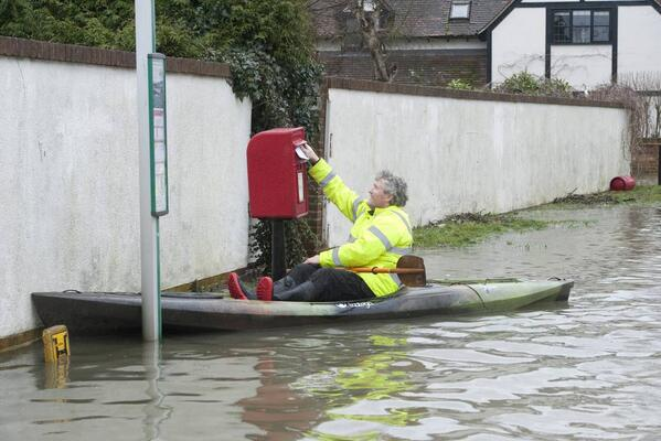 Kerp calm and carry on. RT @standardnews: A man posts a letter in Staines as floods hit London, pic by @jeremysphotos http://t.co/2RXE3d052v