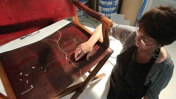 Un vigilante de museo se sienta en la silla de campaña de Napoleón y la rompe. (Le Figaro) http://t.co/zkIghJZs08 http://t.co/6ZZIzpW7vM
