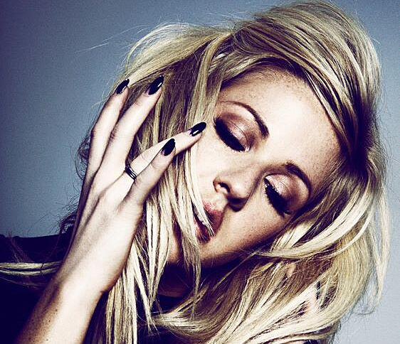 Ellie Goulding will perform at The Shoe in May. Shauna has ticket info: http://t.co/1qIjCOxdLa http://t.co/8FtUzmp4OS