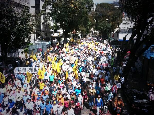 Caracas no se la cala más. Trabajadores y ciudadanos marchan por el derecho a la información #MarchaPorLaPrensa http://t.co/AFx9sOd1ja