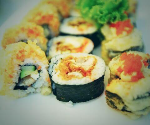 Best grub? That's easy. Sushi duh 🍣🍙💁 #SLUvLU http://t.co/OlDI4hYSmj