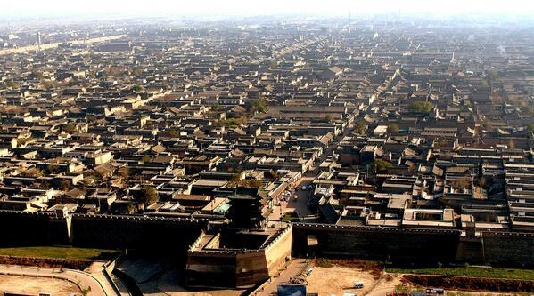 平遥古城。14世紀の明代に建てられた町がそのまま残っており、中国で最も保存状態が良いとされている。(山西省)