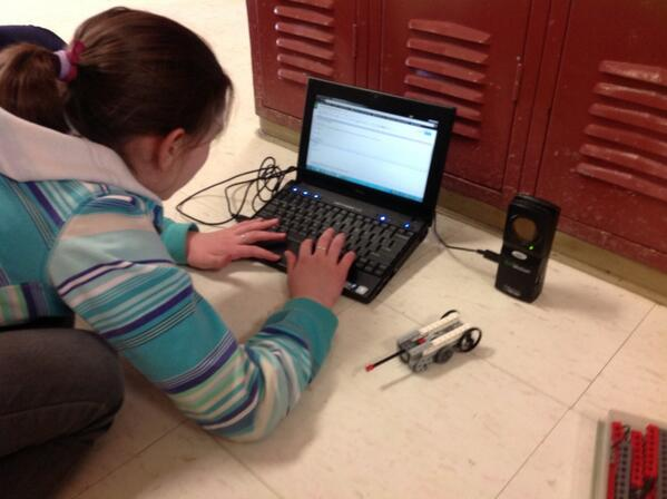 Meanwhile @NiaLearns, using motion-capture tech to build better Lego cars #vted http://t.co/KTtncDjhxg