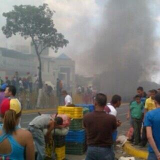 Disturbios en valera http://t.co/utBnxGQSqk