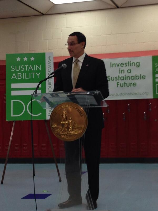 DC Mayor Vincent Gray announcing  Sustainable DC Innovation Challenge grant awards