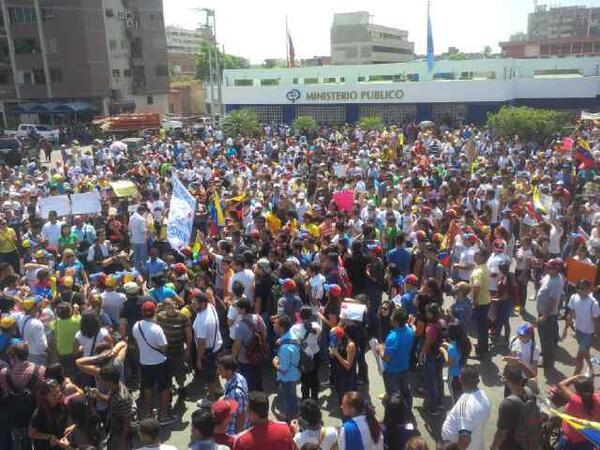 @RCTVenlinea: En Margarita ya llegaron al ministerio Publico. http://t.co/GwDNgJQkqI vía @bhorande #12F