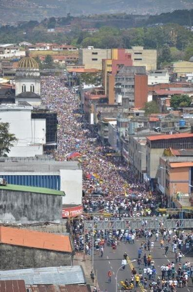 "Foto #12F RT @MariaM_Quero: @monterocnn #SanCristóbal #Táchira #Venezuela #12FVenezuelaPaLaCalle #12F  http://t.co/TnhnIdEt6S"""""