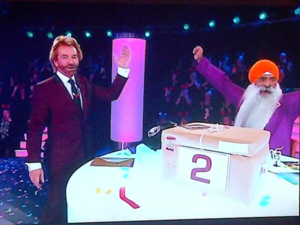 #DealorNoDeal #MrRoopSingh from #Leeds just won £250,000 well done, he was the faith teacher at my wifes school bruah http://t.co/XgfOuQHnVf