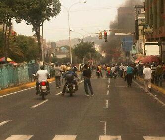 @ComandoSB #12F disturbios en valera estado trujillo http://t.co/5keXHgNU6v