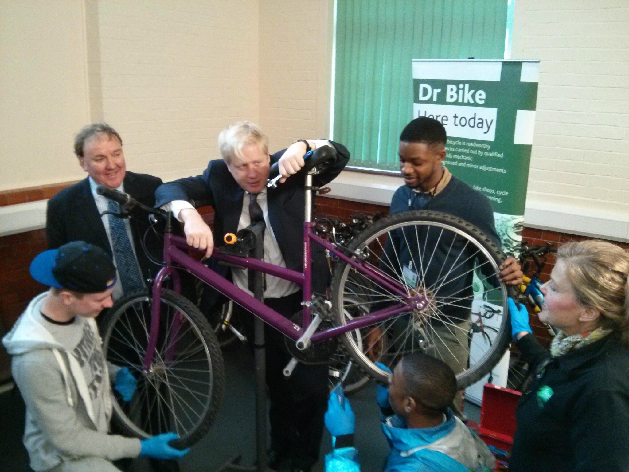 Yesterday I toured @LBofBromley Youth Offending Service & met young offenders fixing up bikes for crime victims http://t.co/P2xbnDqEKg