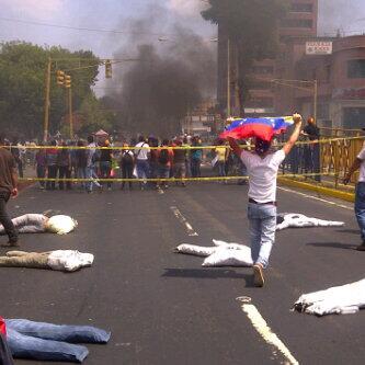 Disturbios centro de la ciudad de valera http://t.co/JT5XSDLzOn