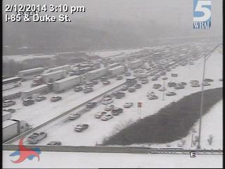 Current shot of Interstate 85 and Duke Street in Durham. My goodness. http://t.co/KN9KiU5cMb